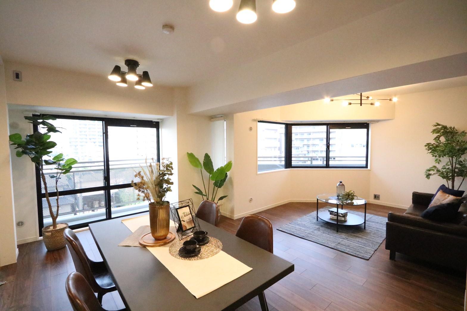 全居室バルコニーに面する住戸×モダンとヴィンテージのミックススタイル