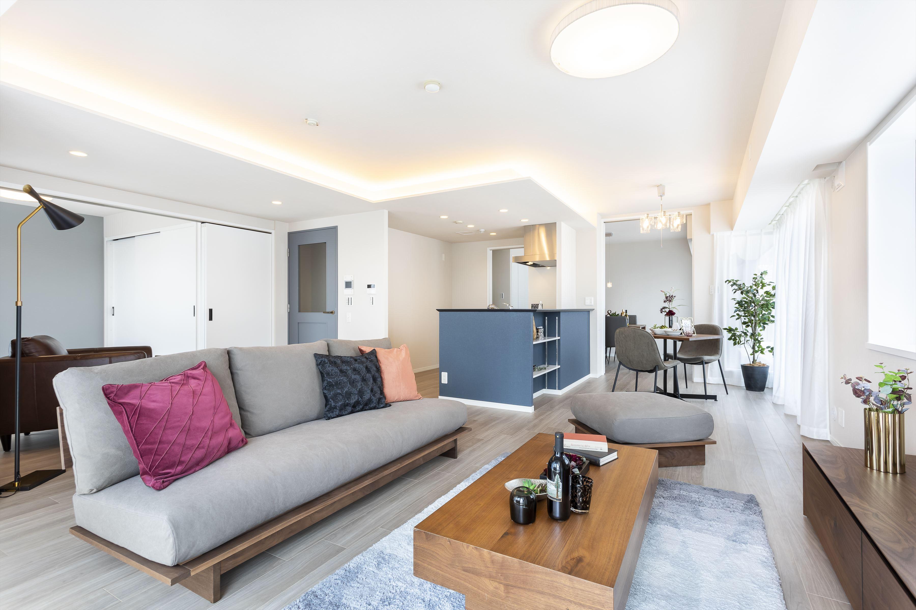 最上階南東角部屋×ウォルナット家具の似合うシックな住まい